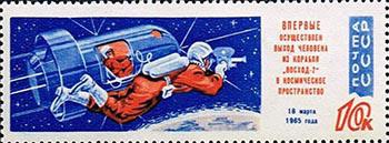 Soviet-Unie-postzegel-met-open-ruimteschip